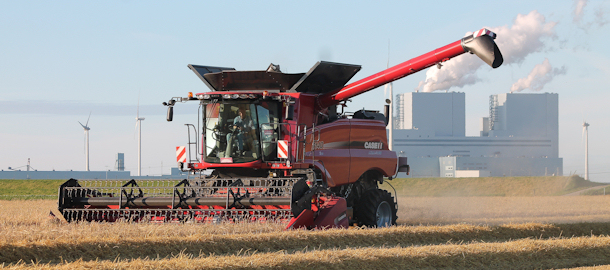 Case IH Axial Flow 6140 in de gerst
